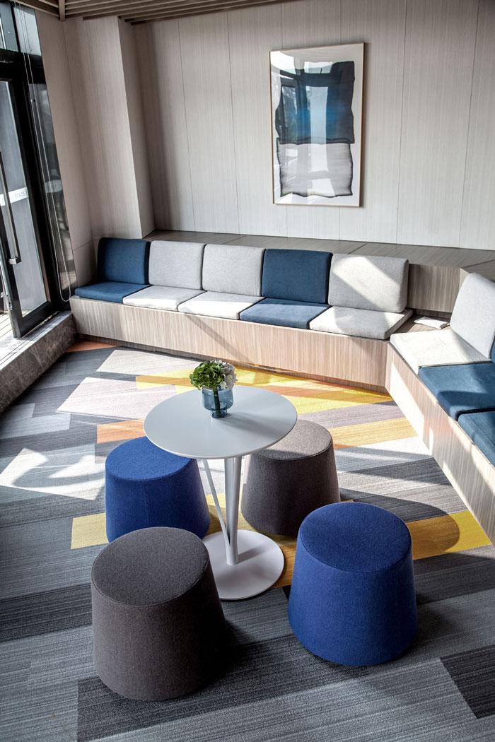 金融科技公司办公室休息区装修设计效果图